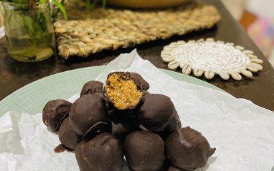 Raw guličky /z odšťavenej drte/ obalené vdomácej čokoláde